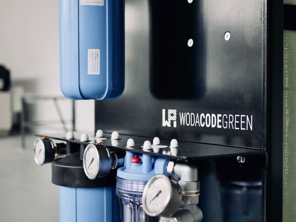 Aerosols in water jet cutting – Chemical-free water treatment